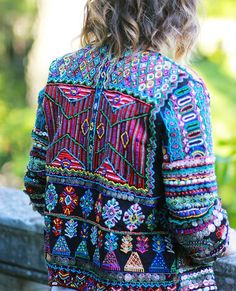 Great ornament and colors! Embroidery on jacket. Mode Hippie, Bohemian Mode, Bohemian Style, Boho Chic, Denim Outfit, Gypsy Style, Hippie Style, Zara, Outfits