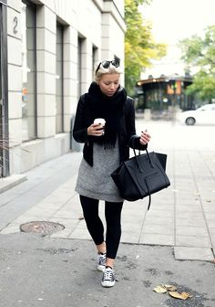 CASUAL FALL OUTFIT. If only here sweatshirt was shorter, it'd be perfect