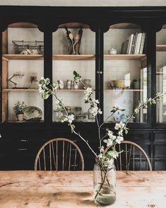 Dining Room Inspiration, Home Decor Inspiration, Decor Ideas, Style Inspiration, Deco Buffet, Creation Deco, Interior Decorating, Interior Design, Interior Stylist