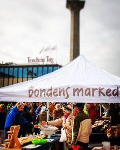 Nå er ventetiden over... På lørdag er årets første Bondens marked på Torvet i Trondheim. Åpningstid er 11 til 16. Velkommen til matprat og en trivelig handel! #trondheim #bondensmarked #lokalmat #trøndelag #visittrondheim #midtbyen av bondensmarked_trondelag http://ift.tt/1Q7DdJb