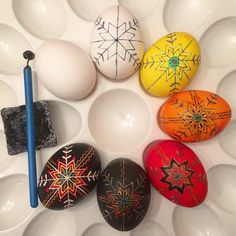 Steps of writing a pysanka - by Katya Mischenko Food Crafts, Diy Crafts, Ukrainian Easter Eggs, Egg Art, Easter Treats, Egg Decorating, Easter Bunny, Festive, Arts And Crafts