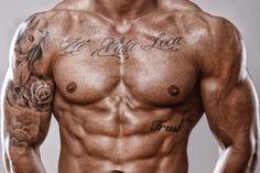 Ihr Tattoo soll ein Spruch sein? Dann liegen Sie voll im Trend! Hier finden Sie angesagte Zitate und individuelle Sprüche.