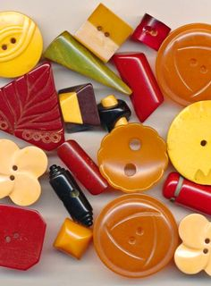 Vintage Bakelite Buttons. More of the stuff dreams are made of.