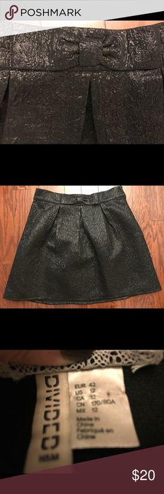 Metallic black jacquard skirt with bow at waist 12 Black metallic skirt with bow detail at waist. Side zip. Size 12. Amazing for holidays or just when you need a little sparkle ✨ H&M Skirts