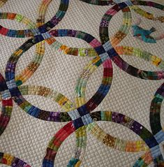 Beautiful Wedding Ring quilt...  nice little appliqué in the corner