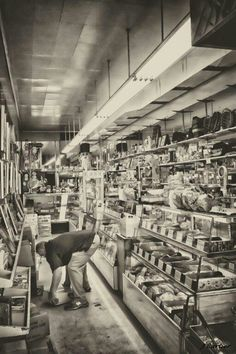 Peanut Shop (Est. 1947) MOBILE, ALABAMA  PHOTO BY: J CARTIER, PHOTOGRAPHER DAPHNE, ALABAMA