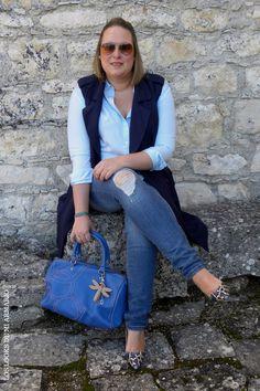 Trendy Curvy LOOK. OUTFIT TOTAL BLUE IN THE STREET #blue #azul #streetstyle #lookazul #bluelook #lookconjeans #lookotoño #WeAreVioleta #lookcasual #tallagrande #casual #outfittallagrande #curvy #plussizecurve #fashionbloggermadrid #bloggercurvy #personalshopper #curvygirl #loslooksdemiarmario #bloggermadrid #outfit #plussizeblogger #fashionblogger #lookotoño #ootd #influencer #trend #trendy #bloggerXL
