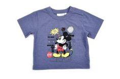 Camiseta para bebe niño, en color azul oscuro y con estampado de Mickey al frente.
