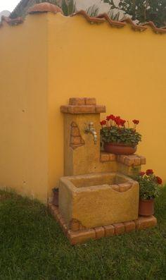 Fontana da giardino mod. Fonte del casale, colore: old stone. Località: Fiumicino (Roma).