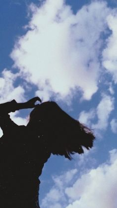 Blue Sky Photography, Teenage Girl Photography, Cute Photography, Face Aesthetic, Sky Aesthetic, Girl Hiding Face, Shadow Pictures, Profile Pictures Instagram, Girl Silhouette