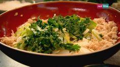 """Cucina con Ramsay # 86: Crocchette di tonno speziate Una ricetta un po' particolare nei suoi ingredienti, ma dal risultato straordinario! E poi...cercare ingredienti nuovi è sempre una """"caccia"""" interessante.  La consistenza è un elemento fondamentale nelle crocchette di pesce e le castagne d'acqua danno un gradevole tocco croccante e acidulo. In..."""