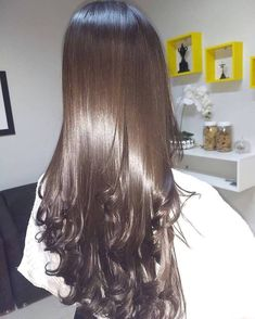 Extremely smooth hair with curls. - b e a u t y - Frisur Ideen Curled Hairstyles, Pretty Hairstyles, Straight Hairstyles, Korean Hairstyles, Simple Hairstyles, Prom Hairstyles, Natural Hairstyles, Summer Hairstyles, Weave Hairstyles