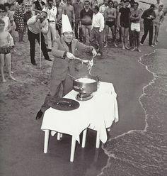 Ugo Tognazzi sur la plage de Cannes, 1964
