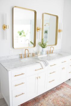 Bathroom tips, bathroom remodel, master bathroom decor and master bathroom organization! Master Bathrooms could be beautiful too! From claw-foot tubs to shiny fixtures, these are the master bathroom that inspire me the essential. Bathroom Spray, Bathroom Vanity, Small Bathroom Decor, Traditional Bathroom, Contemporary Bathrooms, Bathroom Interior, Bathroom Decor, Bathroom Interior Design, Bathroom Design