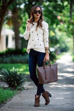 20 Fall Outfits Ideas for Women Casual Comfy and Simple 2019 I really like this whole look (except the purse). I especially like the sweater. The post 20 Fall Outfits Ideas for Women Casual Comfy and Simple 2019 appeared first on Outfit Diy. Casual Work Outfits, Mode Outfits, Work Casual, Casual Chic, Fashion Outfits, Outfit Work, Summer Outfits, Dress Casual, Smart Casual