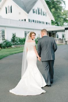 Oh-so-beautiful: http://www.stylemepretty.com/new-jersey-weddings/2015/07/09/romantic-whimsical-alice-in-wonderland-inspired-new-jersey-wedding/ | Photography: Michelle Lange - http://www.loveandbemarried.com/