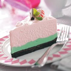 Peppermint Grasshopper Torte Recipe -This three-layer ice cream cake takes a bit of time to prepare, but it can be done in advance. Guests will rave about each refreshing slice. Frozen Desserts, Frozen Treats, Just Desserts, Delicious Desserts, Healthy Desserts, Christmas Desserts, Christmas Baking, Yummy Treats, Sweet Treats
