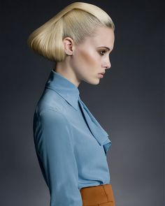 A collection of very sparkling and sexy blonde hairstyles for 2012 for women that come in different lengths and styles as; pixie, bob, updo hairstyles & others. Hair Styles 2014, Curly Hair Styles, Hairstyles With Bangs, Pretty Hairstyles, Blonde Hairstyles, Editorial Hair, Hair Styler, Creative Hairstyles, Blonde Highlights