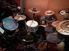 Ensayando ando  @drumuniversity @ocdp_company #moydrums #drumsolo #vicfirth #vf15 #sticktricks #ocdp #sabian #sabiancymbals #drums #Drummer #music #rock #metal #pop #drumporn #drumuniversity #drumming #drummers #drumlife #drummerboy #drummerswag #ipreferthedrummer #drummerking #drumsolo #musicismylife #musicians #musically #musicvideo #sticktricks #myband #Evans by moy_drums
