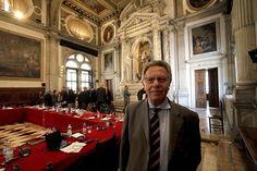 Rząd Beaty Szydło nie wyśle swojego przedstawiciela na rozpoczynające się w piątek posiedzenie plenarne Komisji Weneckiej - podaje TVN24.  Na najbliższym posiedzeniu Komisji Weneckiej ma zostać przyjęta opinia na temat ostatniej ustawy PiS o Trybunale Konstytucyjnym