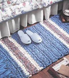 End to End Rug pattern - Vanna's - 759 Crochet Rug Patterns, Crochet Fabric, Fabric Yarn, Crochet Designs, Crochet Rugs, Braided Rag Rugs, Knit Rug, Crochet Carpet, Crochet Home Decor