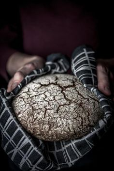 Nyt on pataleipä tehty täysin ruisjauhoilla. Rye Bread Recipes, No Salt Recipes, Wine Recipes, Gourmet Recipes, Meatless Recipes, Savory Pastry, Savoury Baking, Finnish Recipes, Scandinavian Food