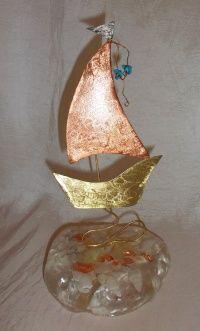 Καραβάκι χαλκός μπρούτζος βότσαλο υγρό γυαλί με κοχύλια και φύλλα χρυσού 20 Χ 11 βότσαλο 10 Χ 11 Χ 2