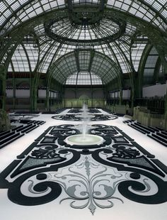 French garden under the glass ceiling of the Grand Palais, Paris, France - Chanel fashion show set S/S RTW 2011 Amazing Architecture, Interior Architecture, Interior Design, Landscape Architecture, Elysee Palace, Victoria Secrets, Catwalk Design, Chanel Fashion Show, Couture Fashion