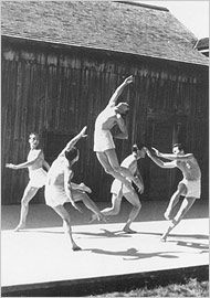 The Jacob's Pillow dance festival in Becket, Mass. Contemporary Dance Moves, Contemporary Dance Photography, Dance Photography Poses, Modern Dance, Dance Careers, Circus Performers, People Dancing, Shall We Dance, American Modern