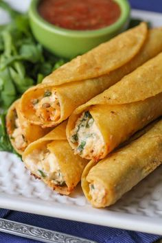 These baked cream cheese chicken taquitos are a healthier alternative to your average store bought frozen taquitos. These taquitos come together in no time and can be frozen and reheated to eat anytime! Taquitos Recipe, Chicken Taquitos, Chicken Wraps, Baked Taquitos, Chicken Tacos, Mexican Dishes, Mexican Food Recipes, Ethnic Recipes, Indian Dishes