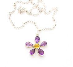 Ha llegado Marzo y con él ¡la primavera! NEW post en www.mygoldfeeling.com  Descubre este colgante de plata en forma de flor, con amatistas y berilo