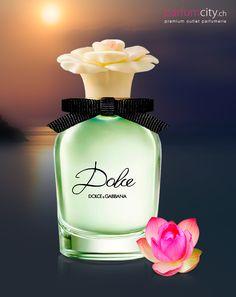 Ein einzigartiges Dufterlebnis, das sich um die südafrikanische Weisse Amaryllis dreht, die hier ihr Duftdebüt macht… das ist  Dolce & Gabbana Dolce