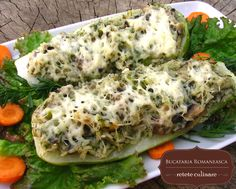 Dovlecei umpluti cu ciuperci Romanian Food, Romanian Recipes, Calzone, Italian Dishes, No Carb Diets, Healthy Choices, Lasagna, Baked Potato, Zucchini