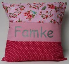 Hippe kussen met naam in roze - fuchsia - lichtroze   Kussens meisjes   het KoningsHuisje