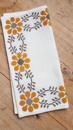 Punto De Cruz Beautiful floral/autumn cross stitch embroidered tablecloth in Cross Stitch Boarders, Cat Cross Stitches, Cross Stitch Bookmarks, Cross Stitch Rose, Modern Cross Stitch, Cross Stitch Flowers, Cross Stitch Kits, Cross Stitch Charts, Cross Stitch Designs