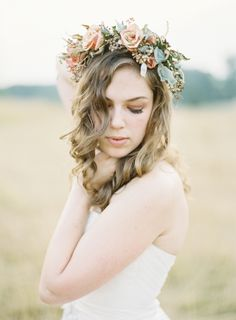 Rustic chic bridal portraits with flower crown / Laura Gordon Photography