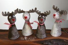 Weihnachtliche Eierwärmer als Rehntiere mit roter Herznase / christmassy egg cozies as reindeers with red heart-shaped noses by Filzfrieda via DaWanda.com