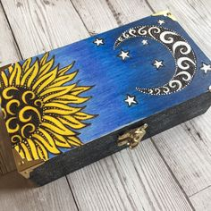 Sun and Moon Wooden Jewellery Box Pyrography Handpainted Trinket Box Witch Box Crystal storage Tarot Box Celestial Wicca Gift by on Etsy Wooden Box Crafts, Painted Wooden Boxes, Painted Jewelry Boxes, Wooden Diy, Hand Painted, Wood Burning Crafts, Wood Burning Art, Moon Design, Art Plastique