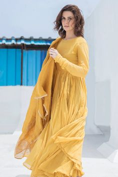 Buy Cotton Anarkali with Dupatta by Dot at Aza Fashions Simple Pakistani Dresses, Pakistani Fashion Casual, Pakistani Dress Design, Pakistani Outfits, Simple Anarkali, Pakistani Bridal, Cotton Anarkali, Anarkali Dress, Salwar Kurta