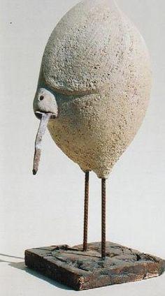 Christian Pradier Oiseau, vieux clous, plâtre et base de ciment.
