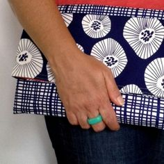 Super easy envelope clutch purse tutorial. Straight sewing, no Zip!