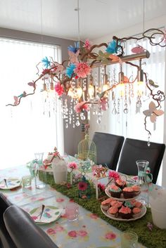 Ikea Hampen bathmat used as gras-table runner - woodland theme! I like the hanging sticks, flowers and jewels as well!