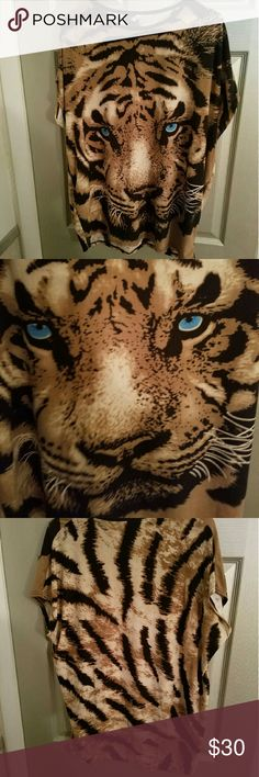 Lion Shirt Top This top has an amazing feel and vibrant colors that make you ROAR Size:S/M/L Tag doesn't state what size but the shirt can cling to any body type that fits the size above. Only Worn 3 times Marking this down for a great deal! Don't miss out!! Tops Tees - Short Sleeve