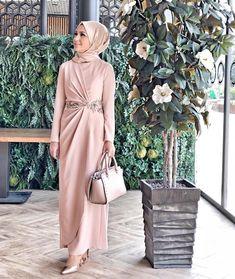Hijab Evening Dress, Hijab Dress Party, Hijab Style Dress, Model Kebaya Modern, Kebaya Modern Dress, Mode Abaya, Mode Hijab, Couture Dresses, Fashion Dresses