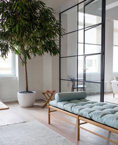 Danish furniture brand Carl Hansen & Son has relocated its showroom in Manhattan, filling a loft-style space near Gramercy Park. Danish Furniture, Classic Furniture, Furniture Decor, Modern Furniture, Furniture Design, Scandinavian Furniture, Interior Architecture, Interior Design, New York Pictures