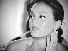 Leighton looks absolutely stunning in this picture.