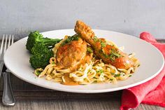 Paprika chicken with noodles Cooking Recipes, Healthy Recipes, Savoury Recipes, Meal Recipes, Cooking Ideas, Delicious Recipes, Healthy Foods, Food Ideas, Yummy Food