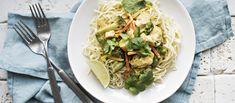 Broilericurry maustetaan keltaisella currytahnalla ja kalakastikkeella. Kookosmaito pyöristää makua. N. 2,05€/annos. Spinach, Spaghetti, Vegetables, Ethnic Recipes, Koti, Warm, Vegetable Recipes, Noodle, Veggies