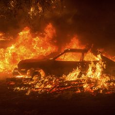 Cars burn as the Butte Fire rages through the Scotts Junction area near Mountain Ranch California on September 11 Noah Berger x Orange Aesthetic, Aesthetic Grunge, Aesthetic Beauty, Picture Wall, Photo Wall, Breathing Fire, Apocalypse, Neil Josten, Jm Barrie