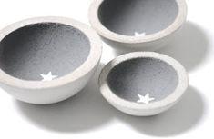 3 small concrete bowls Concrete trays storage bowls star star set concrete bowls of material on Etsy Source by VerenaHan Cement Art, Concrete Crafts, Concrete Projects, Diy Projects, Concrete Cement, Concrete Design, Diy Cadeau, Concrete Furniture, Diy Clay